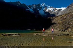 7_Crystal-clear-lake-at-the-base-of-the-Humantay-Peak